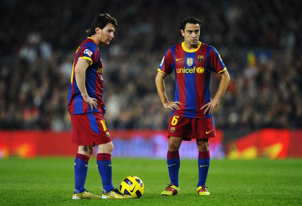 Lionel-Messi-Xavi-Free-Kick-Foto-8