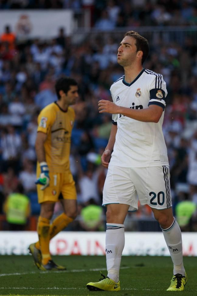 Gonzalo+Higuain+Real+Madrid+CF+v+CA+Osasuna+2N8Zu7IZvttx